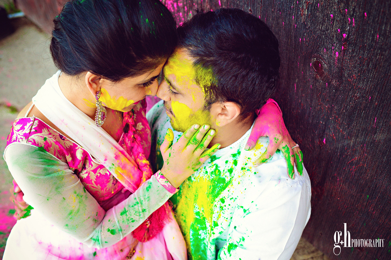 Couple Hoil Themed Prewedding Shoot | Prewedding Shoot + Holi = Unlimited Fun and Candid Moments! Function Mania